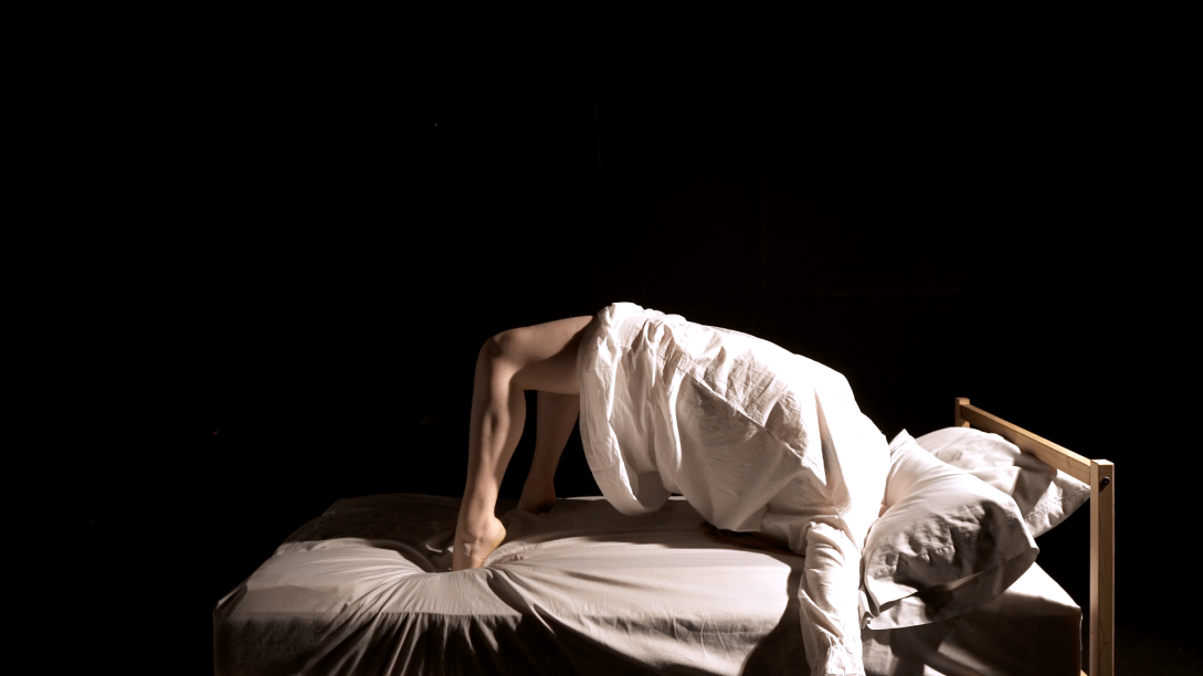 AlisonPirie_PressImage2_PerformanceDocumentationbyLiaHanson - Alison Pirie
